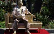 نصب مجسمه تمسخر آمیز هاروی واینستاین در بلوار هالیوود