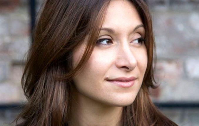 بیوگرافی و سوابق کاری دنیا نیری نویسنده زن ایرانی آمریکایی