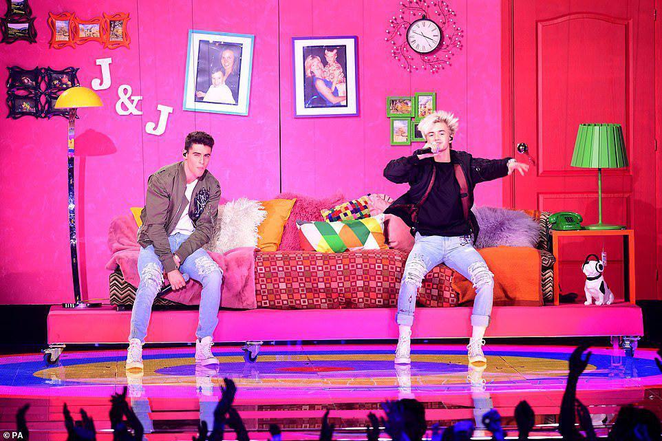 گزارش کامل مراسم MTV Aeards 2018