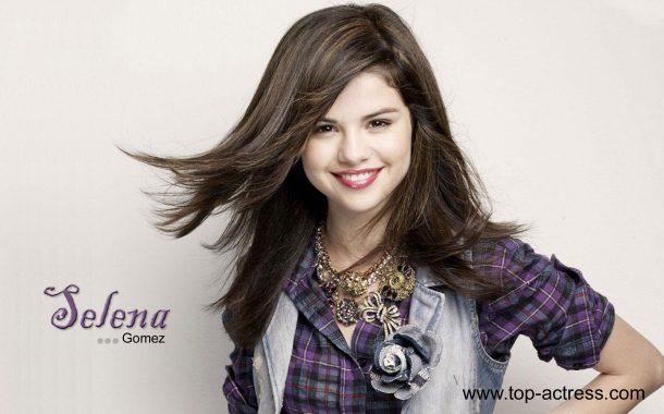 لبخند زیبای سلنا گومز
