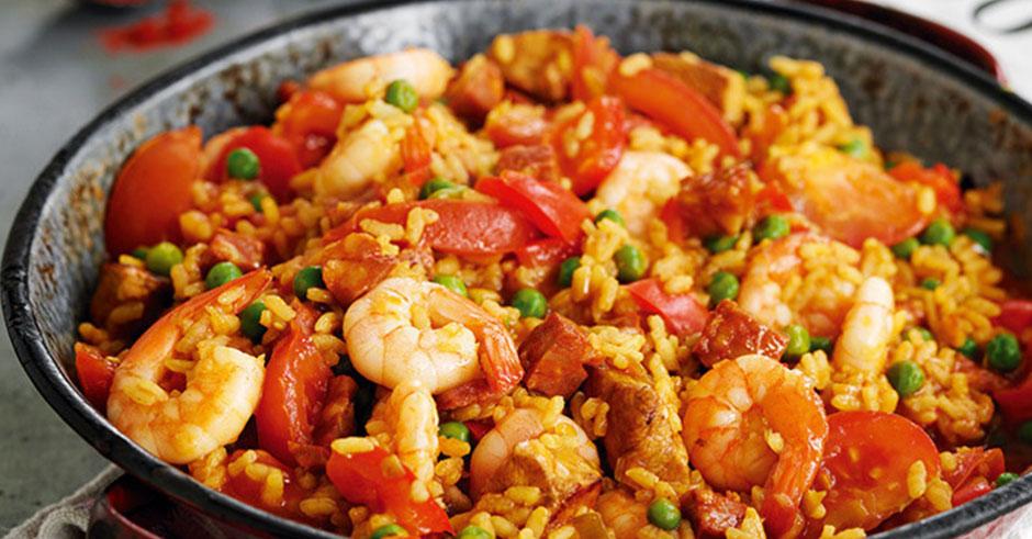 روش صحیح پخت غذای اسپانیایی پایلا با میگو