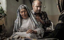 بررسی فیلم رونا، مادر عظیم با بازی محسن تنابنده