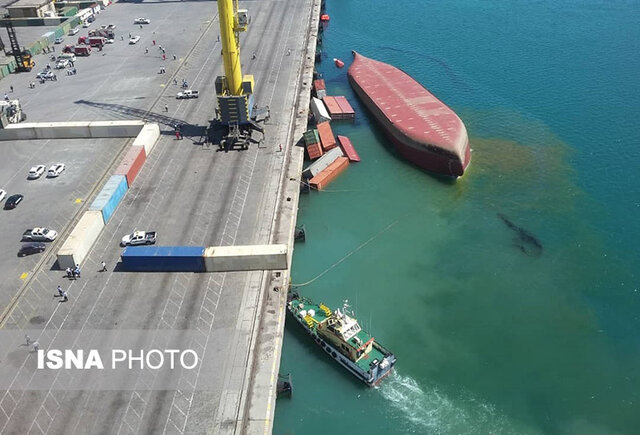 تصاویر کشتی غرق شده هندی در بندر شهید رجایی