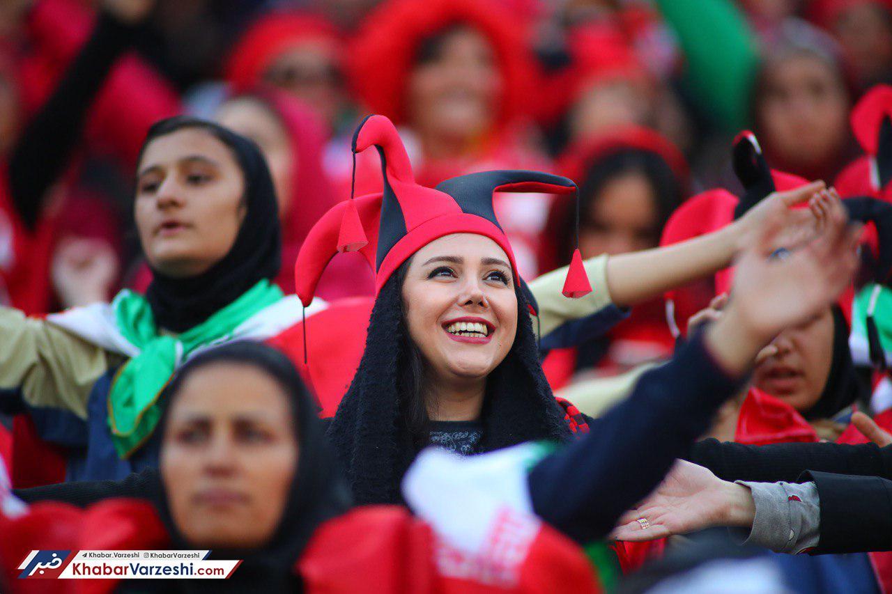 حضور پورشور هوادران زن استقلال در ورزشگاه آزادی