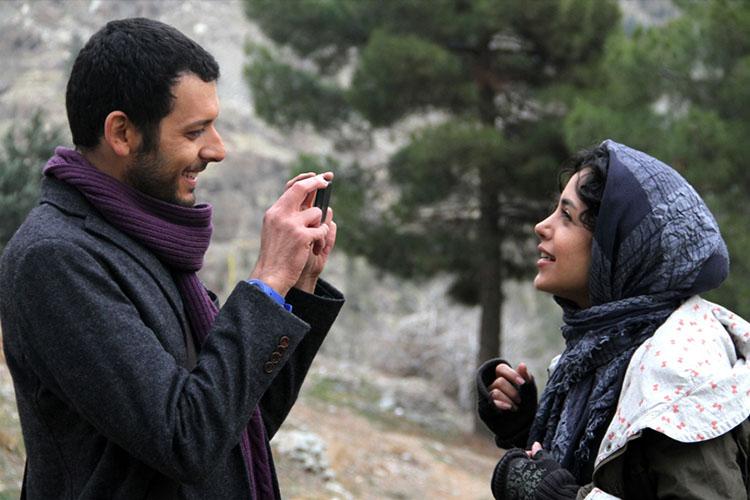 بررسی فیلم روزی دومیلیون با تهیه کنندگی علی سرتیپی