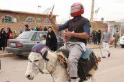فیلم الاغ سوار اصفهانی معترض به افزایش قیمت بنزین