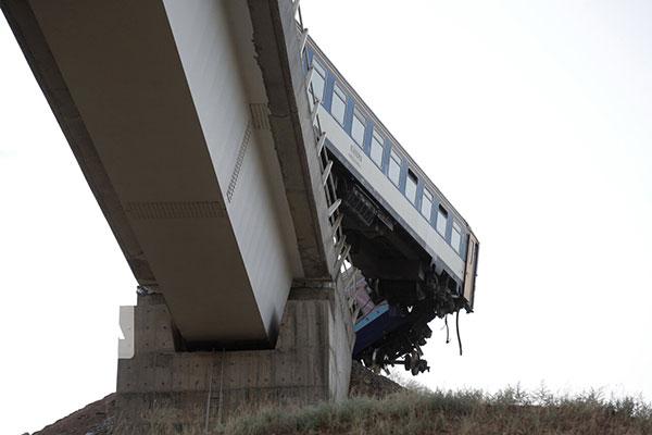 سرقت ریل قطار باعث خروج قطار مشهد همدان از ریل شد