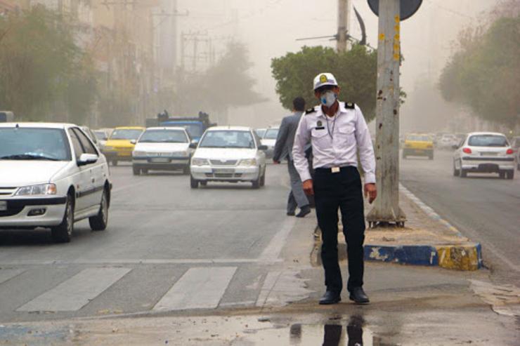 سیلی نماینده مجلس انقلابی در گوش سرباز راهور