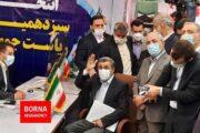 احمدی نژاد از نرده های وزارت کشور بالا رفت